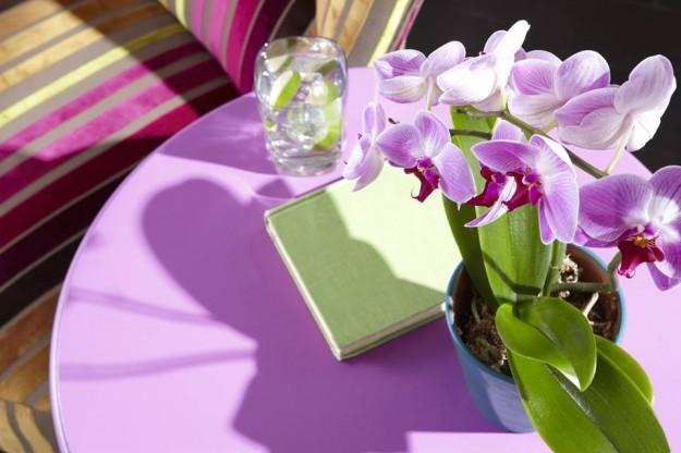 radiant orchid tavoli e complementi