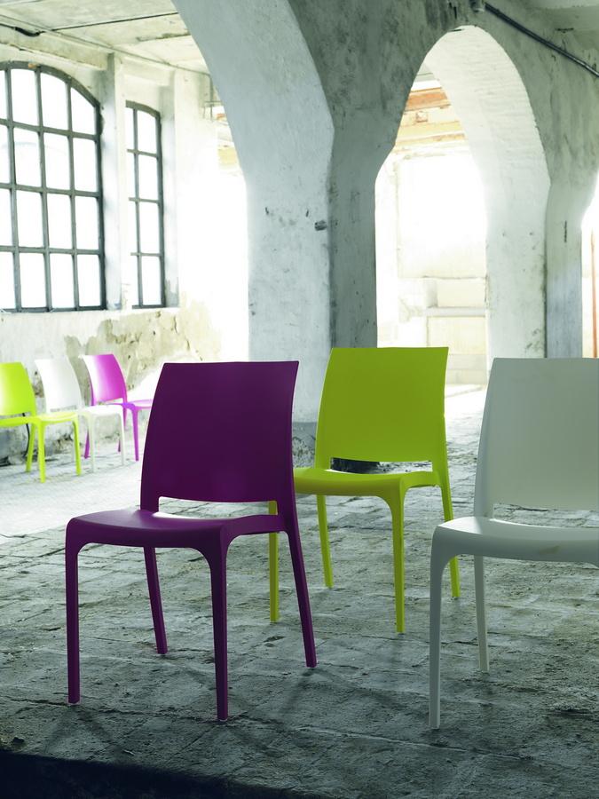 Design in plastica 100 bello e riciclabile non solo for Sedia zamagna