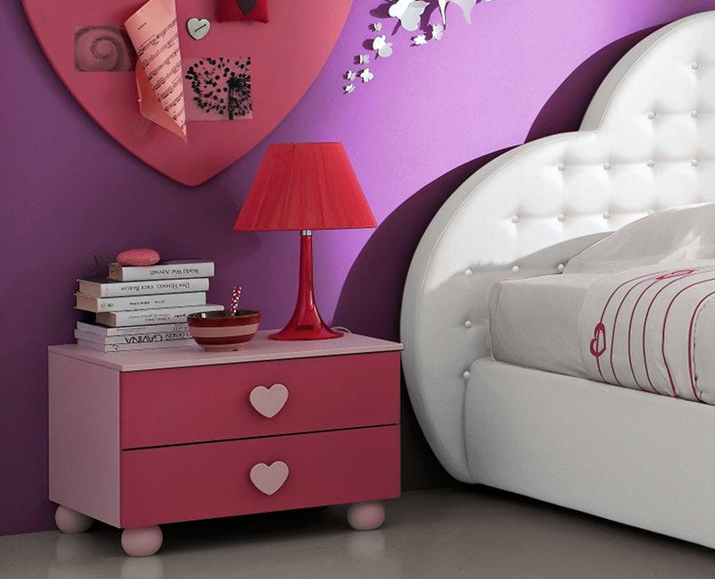 Colore Di Soggiorno : Una cameretta tutta rosa con il letto a forma di cuore