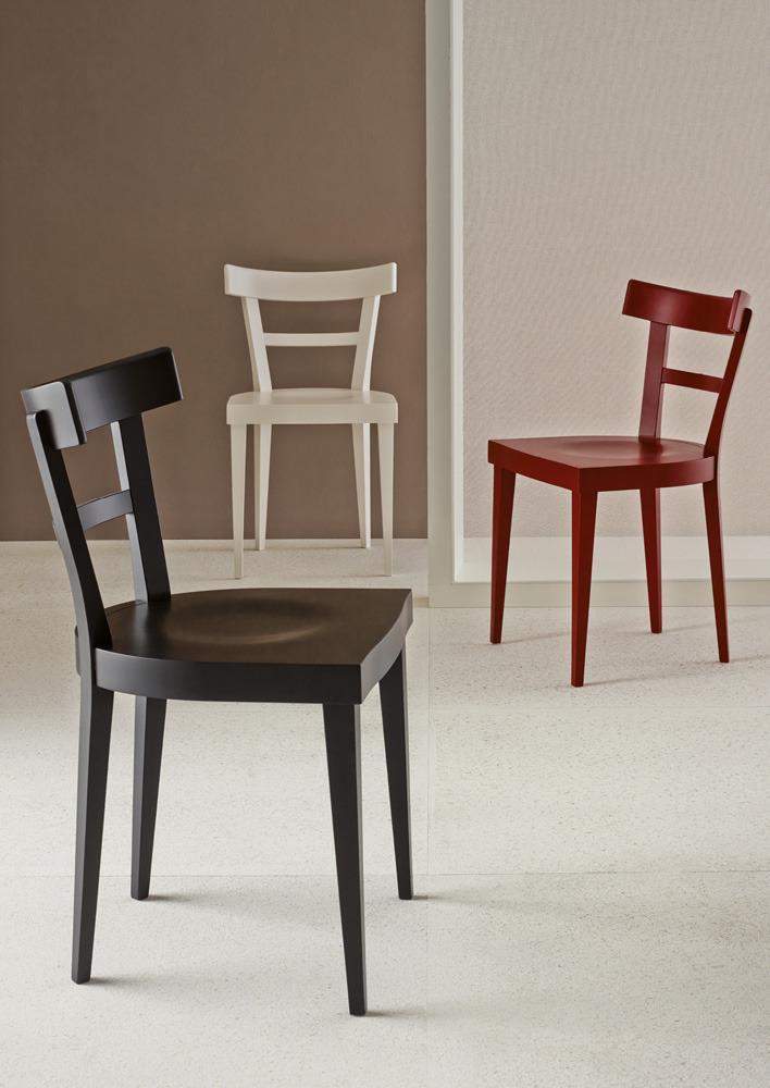 Le nuove sedie in legno proposte da veneta cucine for Sedie legno cucina