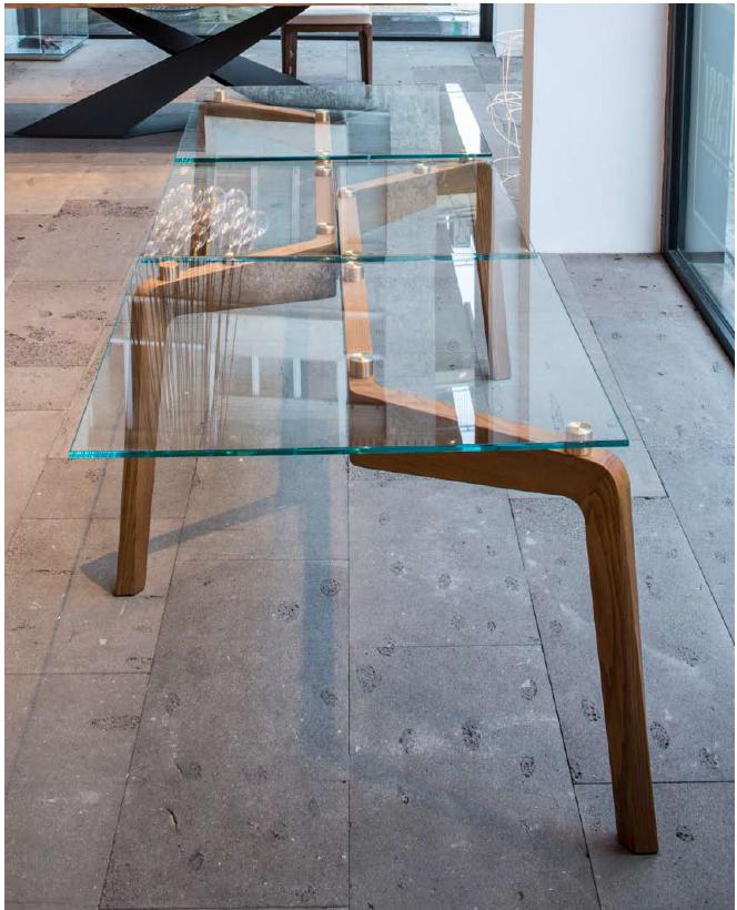 Tavolo moderno in vetro legno marmo mobili e arredi for Tavolo cristallo e legno