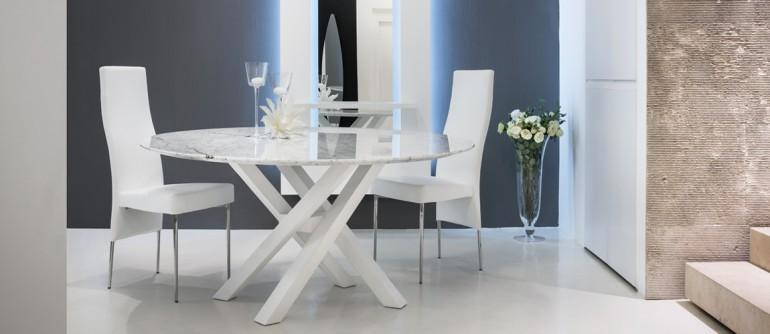 Tavolo moderno in vetro legno marmo non solo mobili for Tavolo salone
