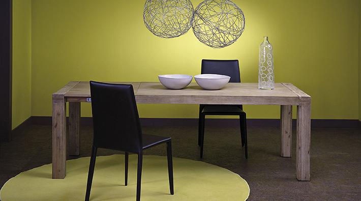 Tavolo in vero legno. dimensione cm 160 x 90 allungabile sino a cm 220