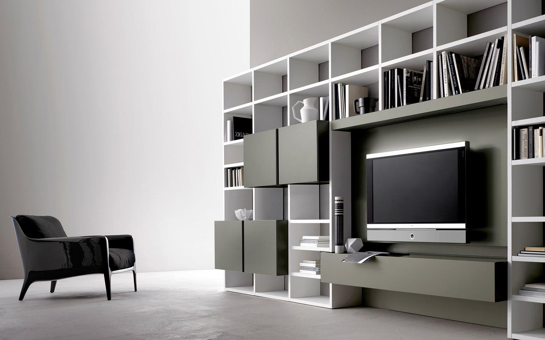 soggiorno con libreria e vano porta tv
