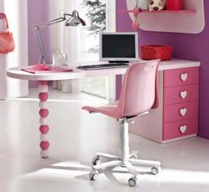 scrivania rosa con maniglia a cuore