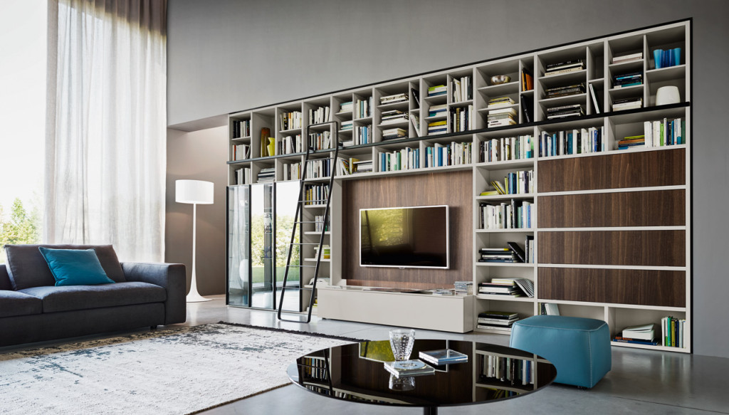 ... attrezzata con libreria, cassettone e vano tv in legno e laccato opaco