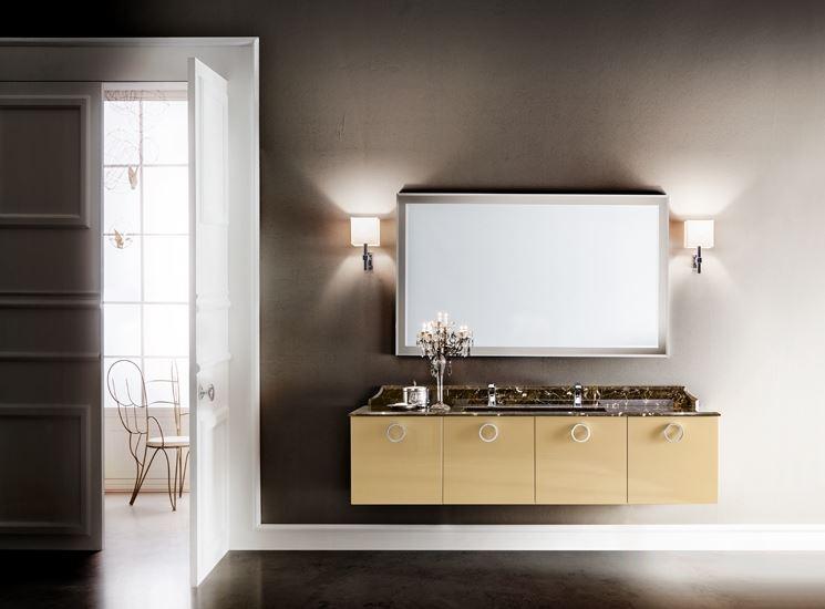 bagno classico con piano in marmo