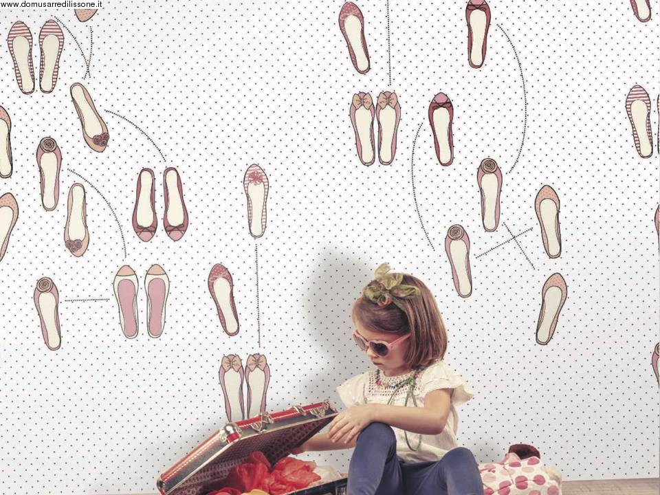 carta da parati con scarpette per bambini