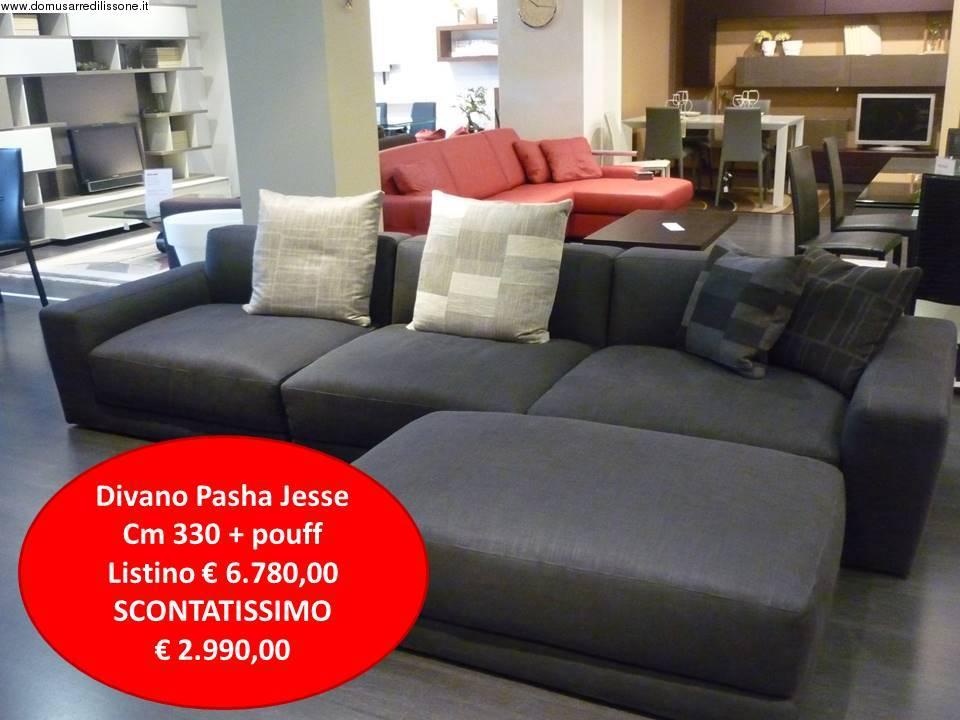 divano pasha tessuto grigio antracite con pouf a prezzo outlet