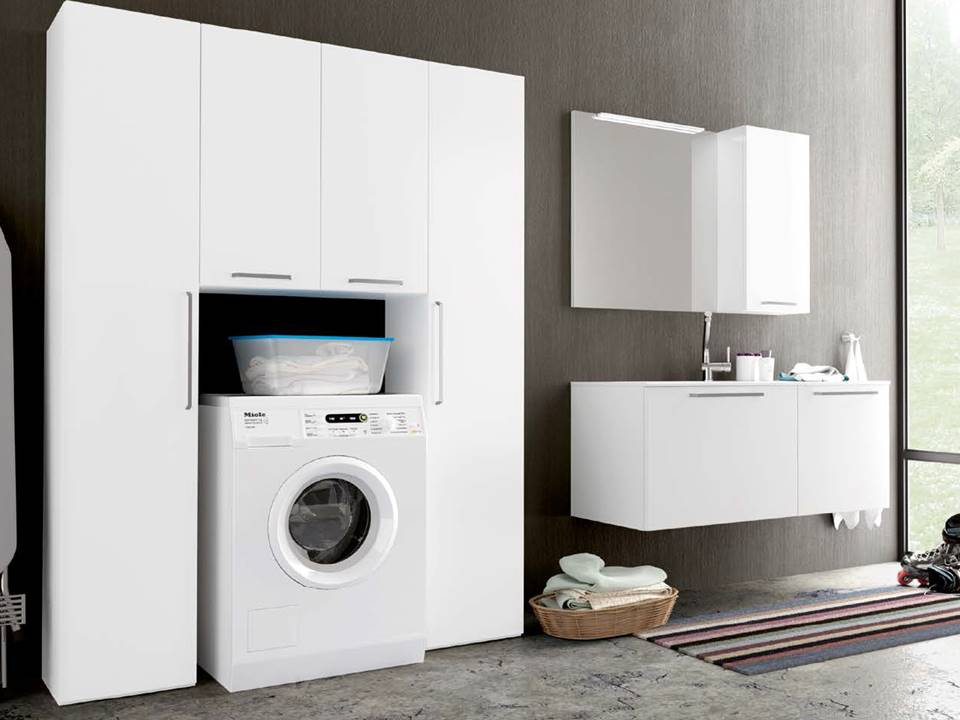 Elegante l'armadiatura guardaroba e porta lavatrice in finitura ...