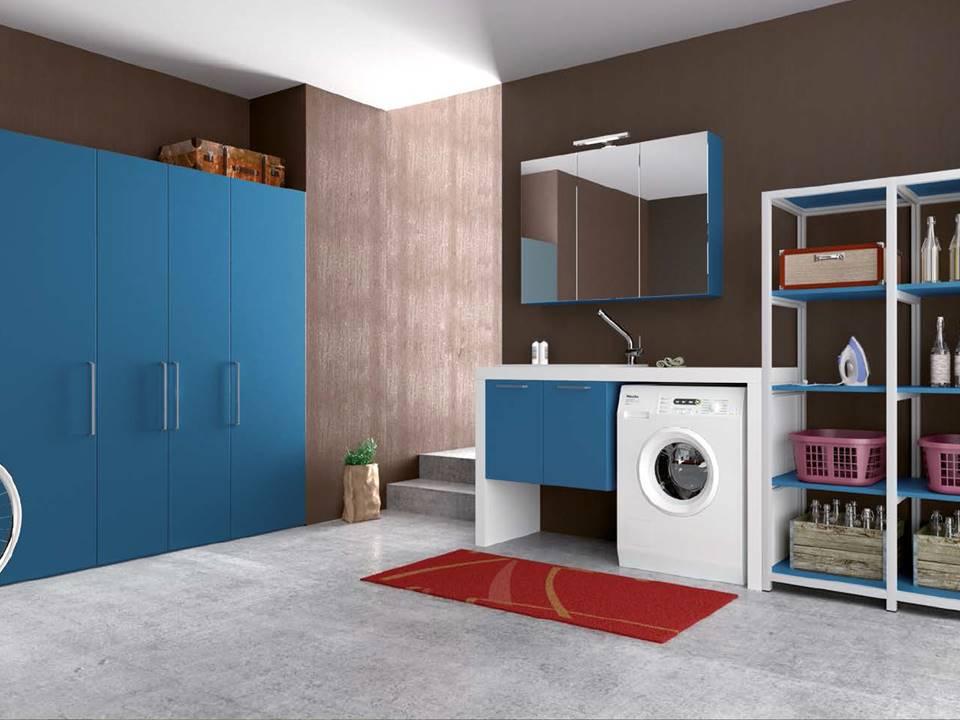 bagno con mobile porta lavatrice bianco azzurro