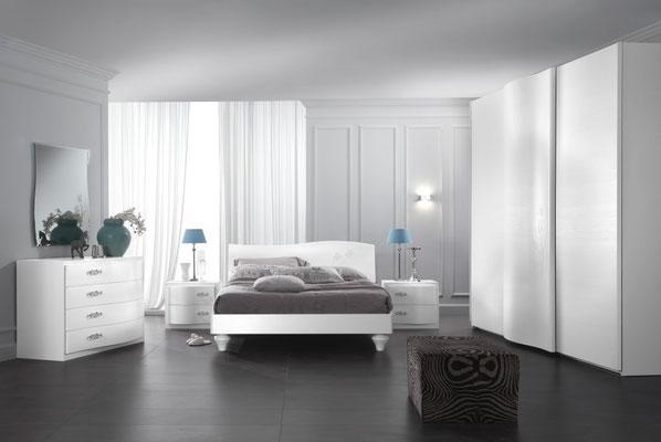 letto in legno con swarovski