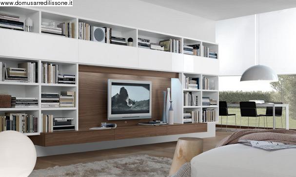 soggiorno moderno con libreria e vano porta tv