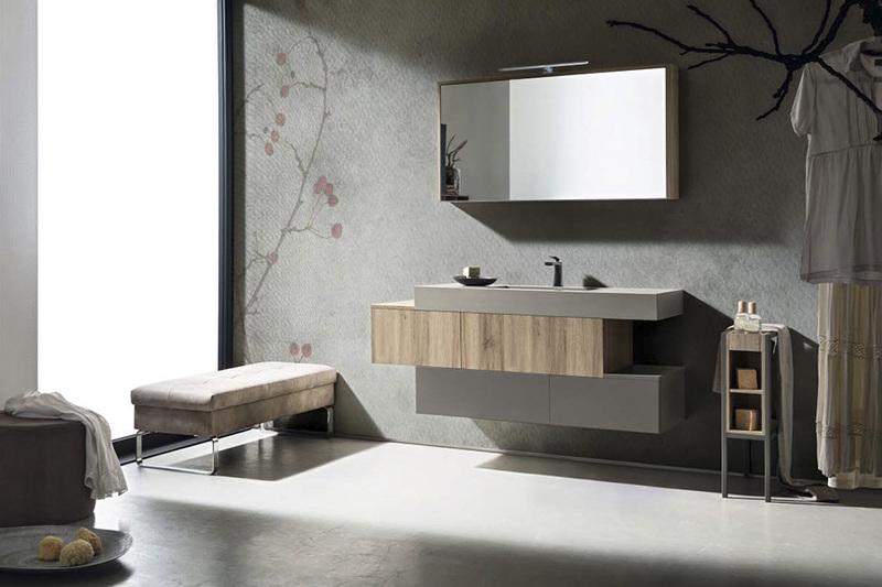 Composizione bagno Cerasa con vasca stone grigio integrata, carta da parati Woodland.