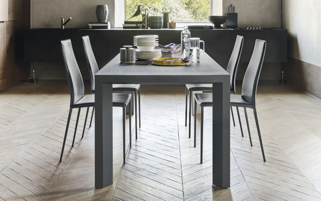 tavolo Calligaris modello Lam ; sedie modello Aida