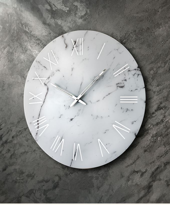 orologio in marmo bianco